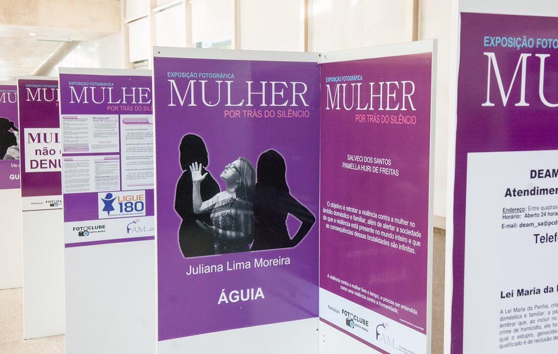 Violência contra mulher é retratada em exposição na Câmara Legislativa em Brasília