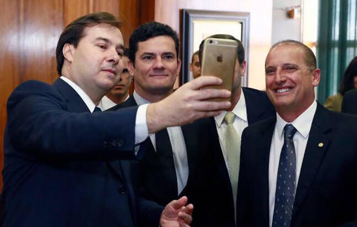 Sergio Moro vai procurar Rodrigo Maia para selar a paz
