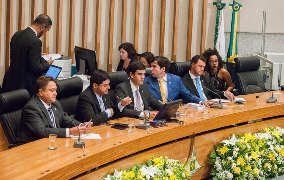Câmara Legislativa desiste de pagar passagens e diárias para os deputados