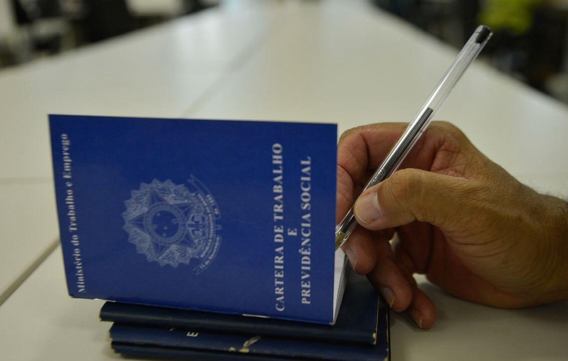 Brasil cria 173 mil empregos, maior resultado para fevereiro desde 2014