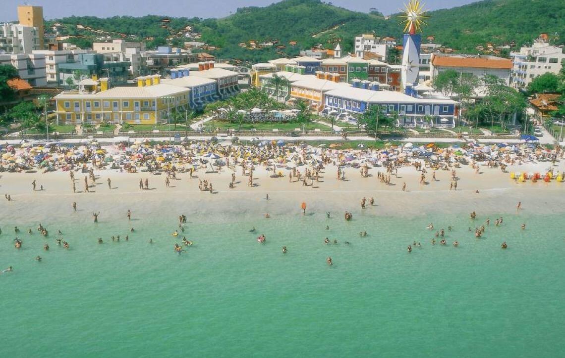 Bombinhas em Santa Catarina. É um dos destinos que chama a atenção por sua beleza e ilhas paradisíacas