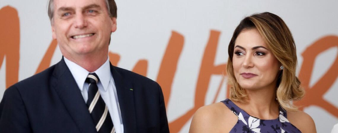 Ao lado de Bolsonaro. Michelle se emociona ao ver surdos no cinema e agradece a 360 WayUp pela inclusão