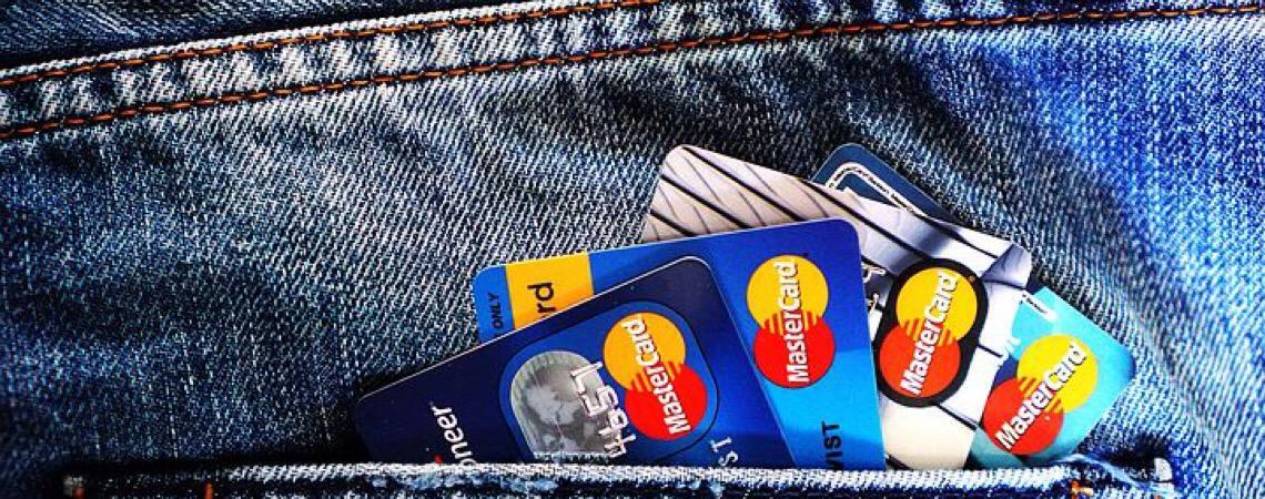 Empresa deverá pagar indenização por bloqueio de cartão de crédito sem prévia comunicação