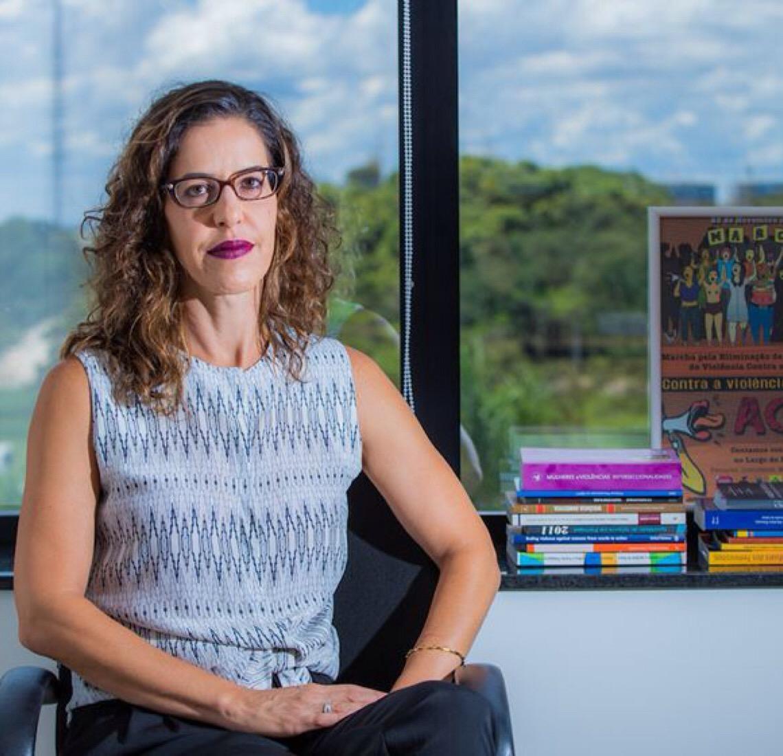 """""""Qualquer mulher pode sofrer violência doméstica"""", afirma promotora Mariana Távora"""