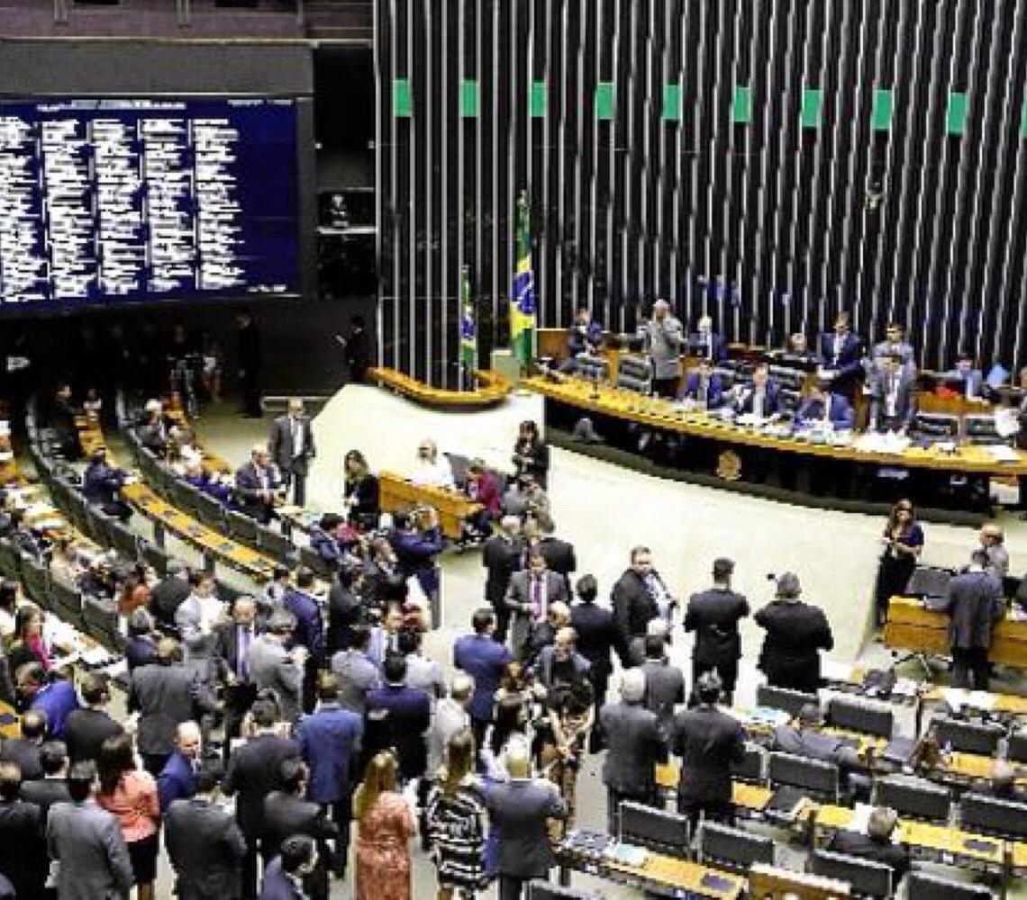 Governo Jair Bolsonaro. 100 dias e 28 crises