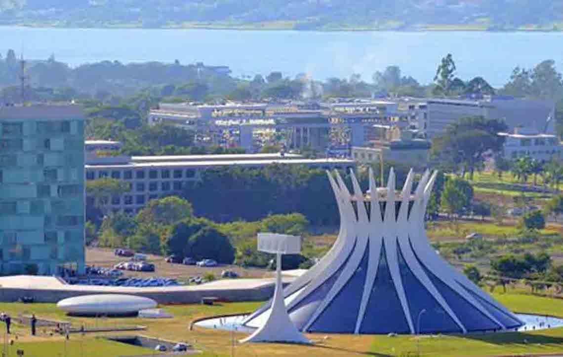 Duplo absurdo: ter casa em Brasília facilita auxílio-moradia no Senado