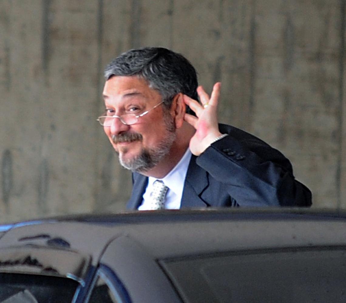 Caseiro que derrubou Palocci receberá indenização de R$ 950 mil
