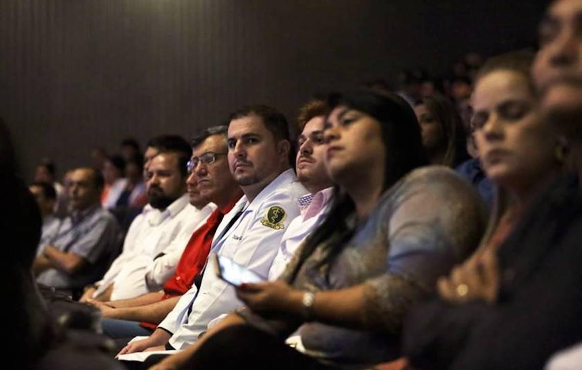 Dois mil médicos cubanos continuam no País e sobrevivem de bicos
