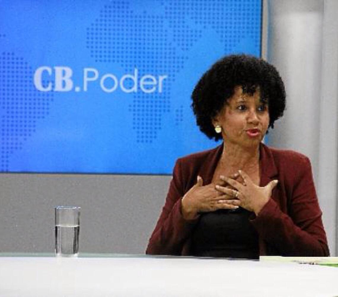 Gina Vieira Ponte. Por uma gestão democrática nas escolas