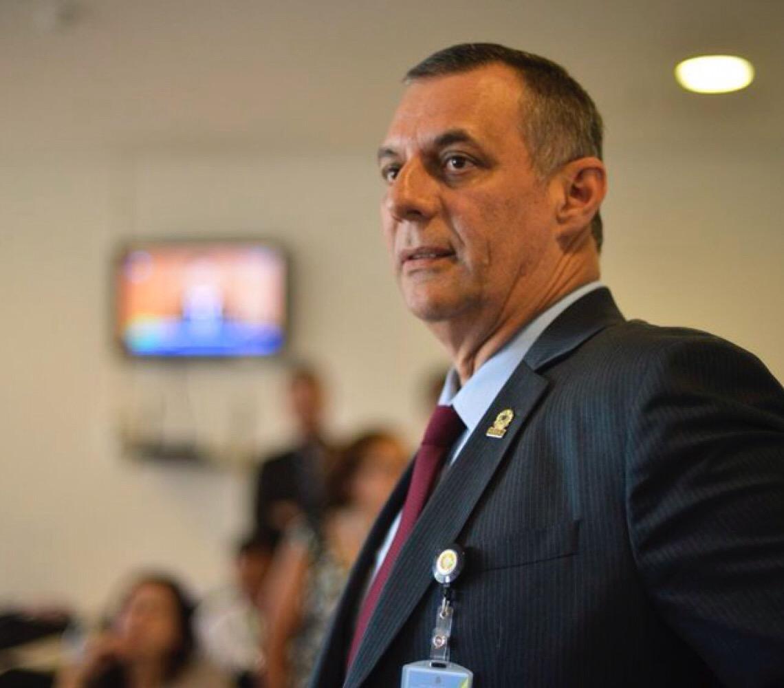 """Após ataque a Hamilton Mourão, Jair Bolsonaro defende Carlos: """"Sangue do meu sangue"""""""