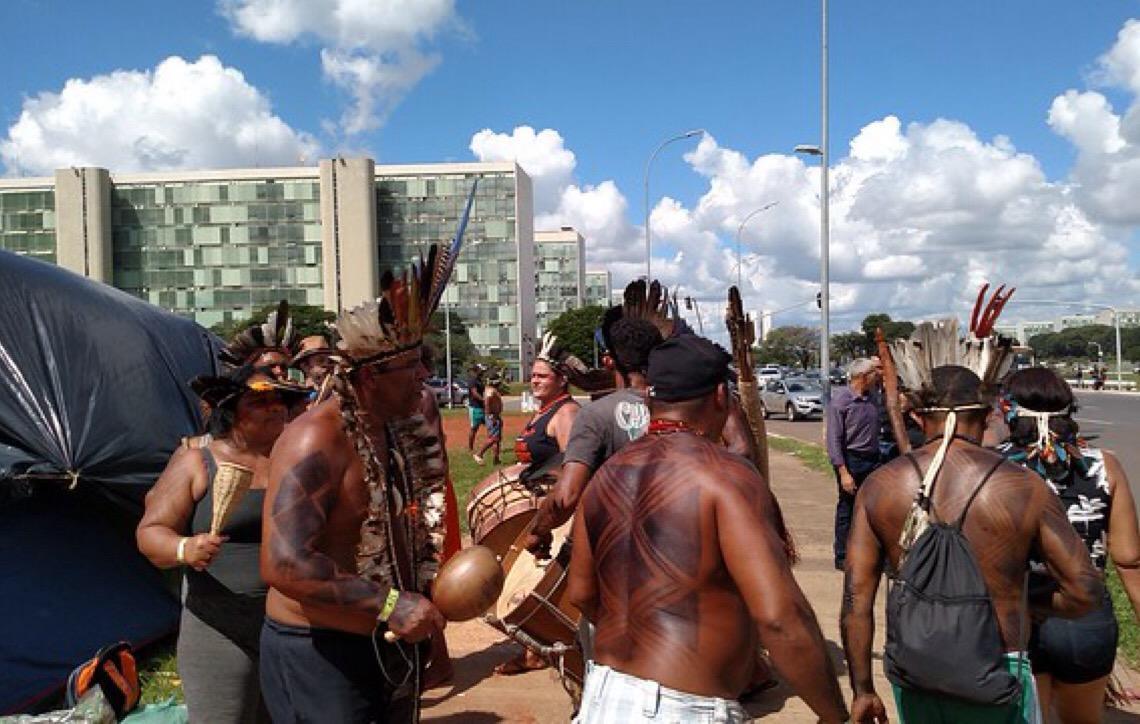 Acampamento Terra Livre reúne 4 mil indígenas em Brasília por direito a território