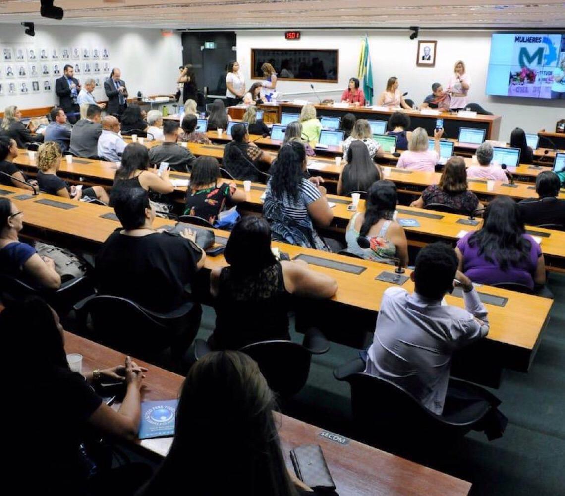 Depoimentos fortes marcaram o debate sobre a violência contra a mulher e o feminicídio na Câmara dos Deputados