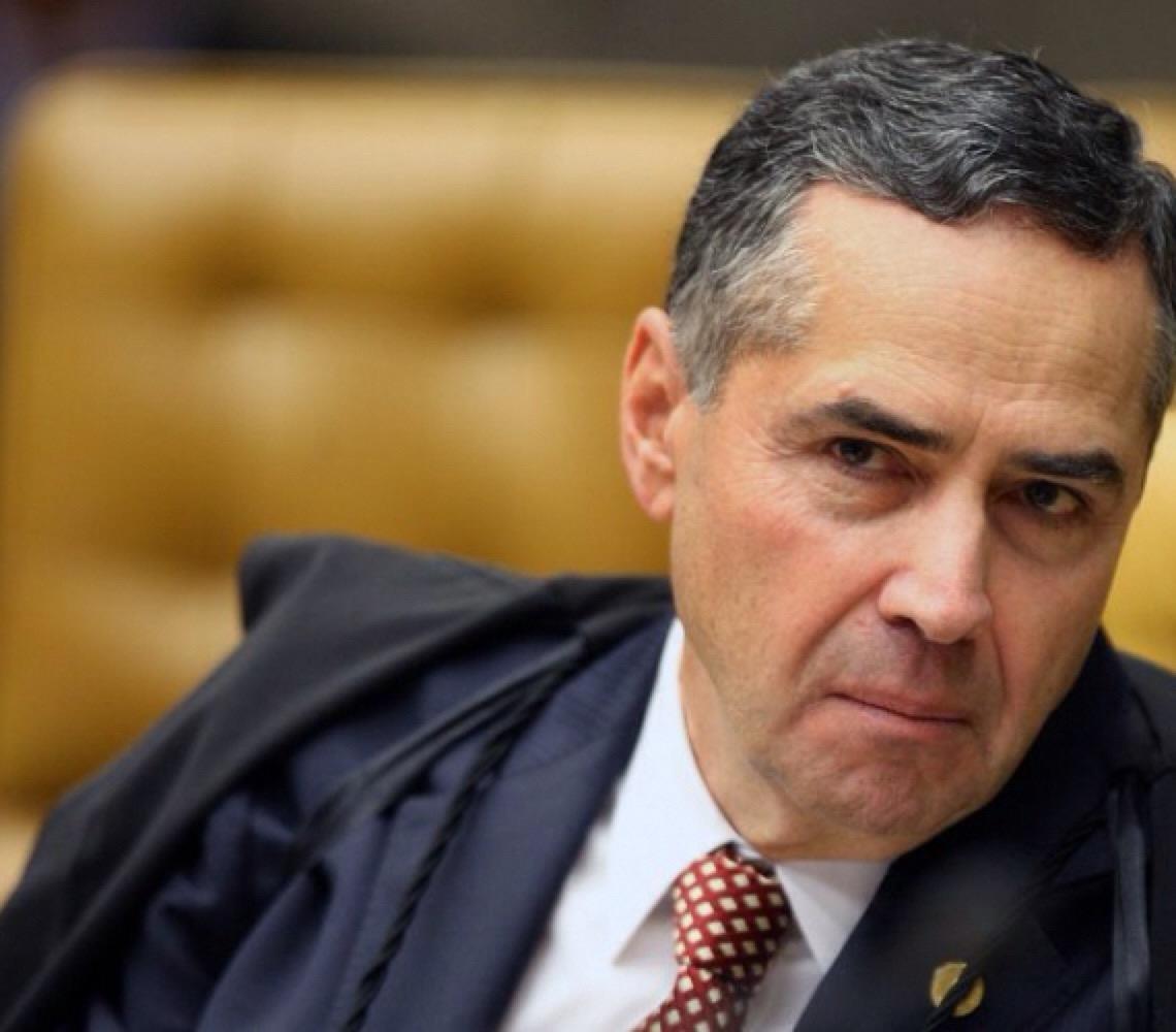 'Descrédito' é fruto de decisões do próprio Supremo, sugere Barroso