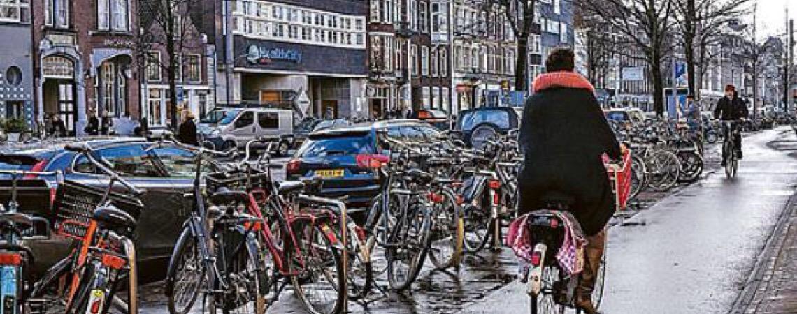 Cidades europeias proíbem carros para combater a poluição e tornar espaços públicos mais amigáveis a pedestres e ciclistas