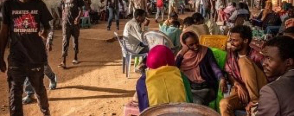 Romance floresce entre revolucionários sudaneses após queda de ditador