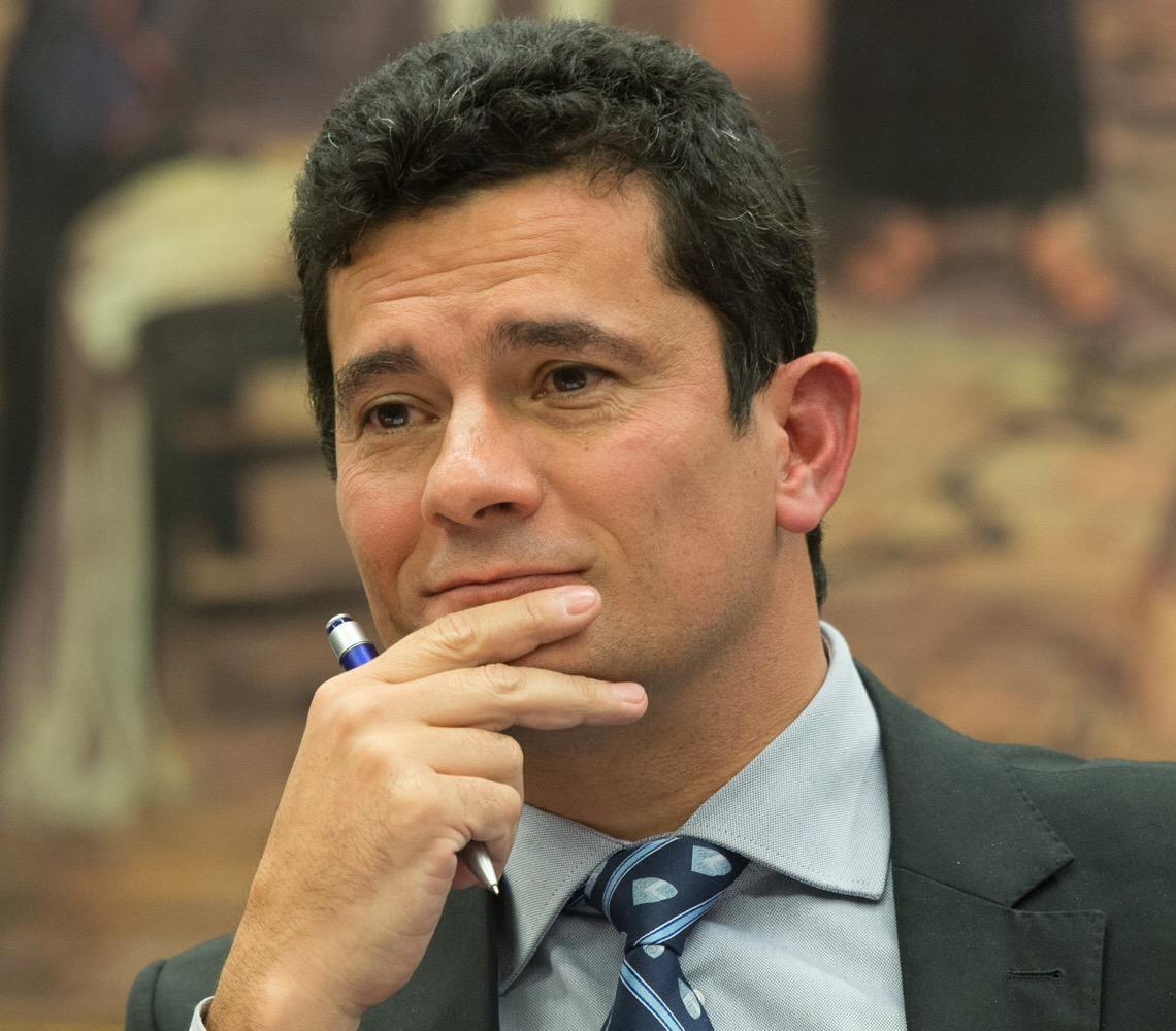 Ministro Sérgio Moro está sendo triturado no Planalto, mas mantém sua dignidade