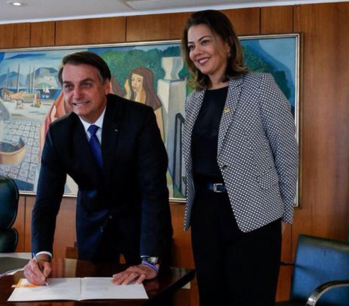 Jair Bolsonaro sanciona MP que aumenta as medidas protetivas da lei Maria da Penha