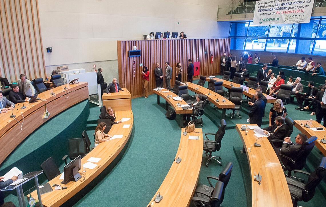 Deputados distritais reagem a cancelamento do FAC e cortes na educação de Brasília