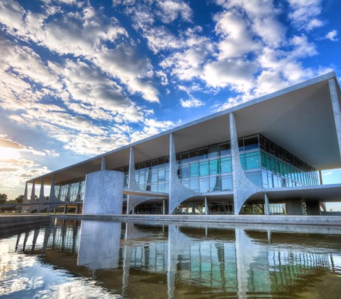 Dúvida jurídica atormenta o Palácio do Planalto. Ter de recriar até 10 ministérios