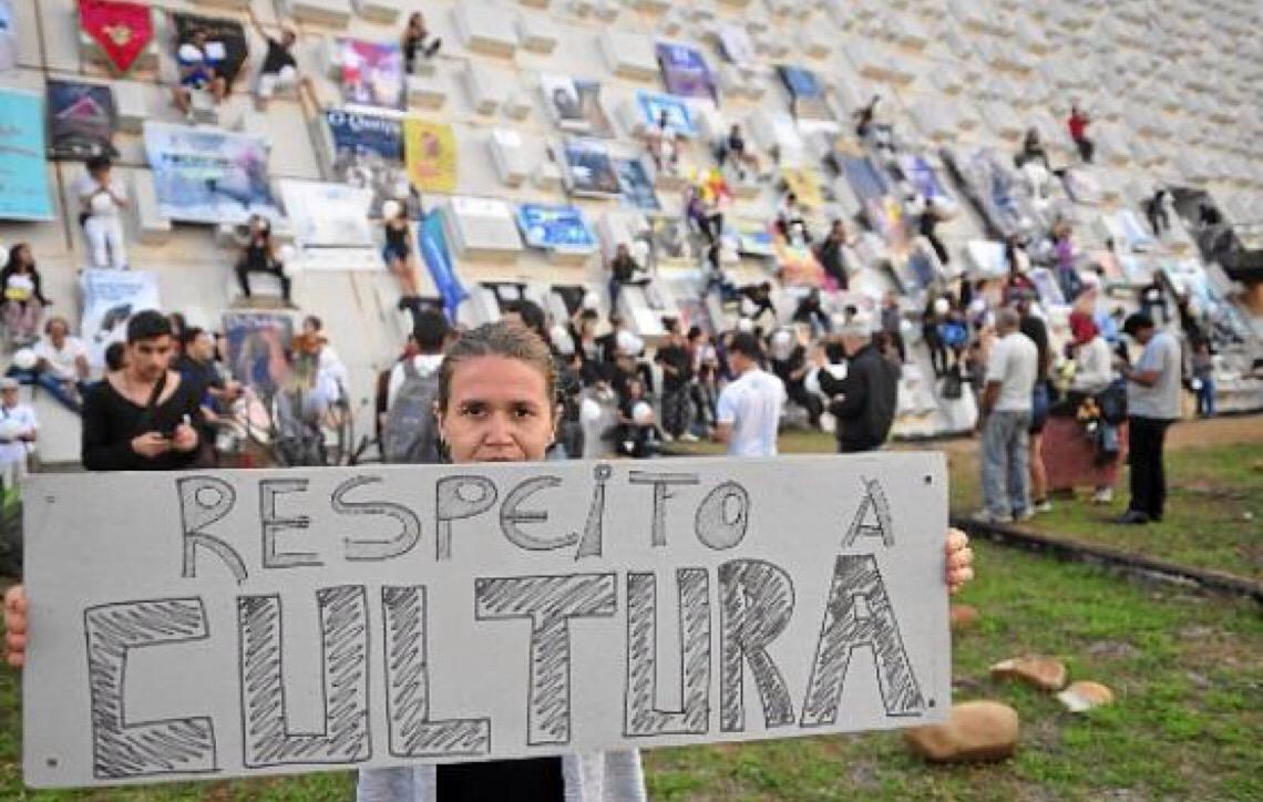 Protesto contra mudança no FAC. Ibaneis Rocha pede compreensão