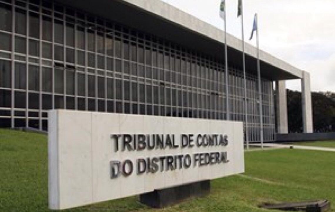 Tribunal de Contas em Brasília doa computadores para projeto em escolas públicas