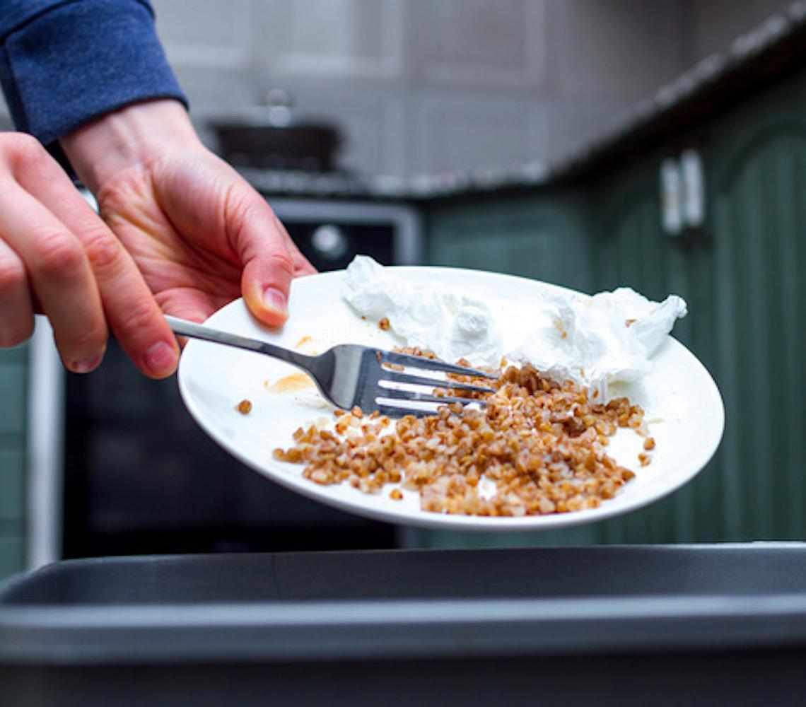 Quase 37 milhões de toneladas de alimentos são desperdiçados no Brasil por ano