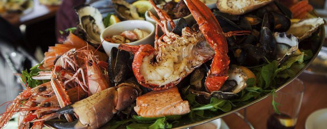 AGU não só aprova, como também elogia o menu de lagostas e vinhos premiados no STF