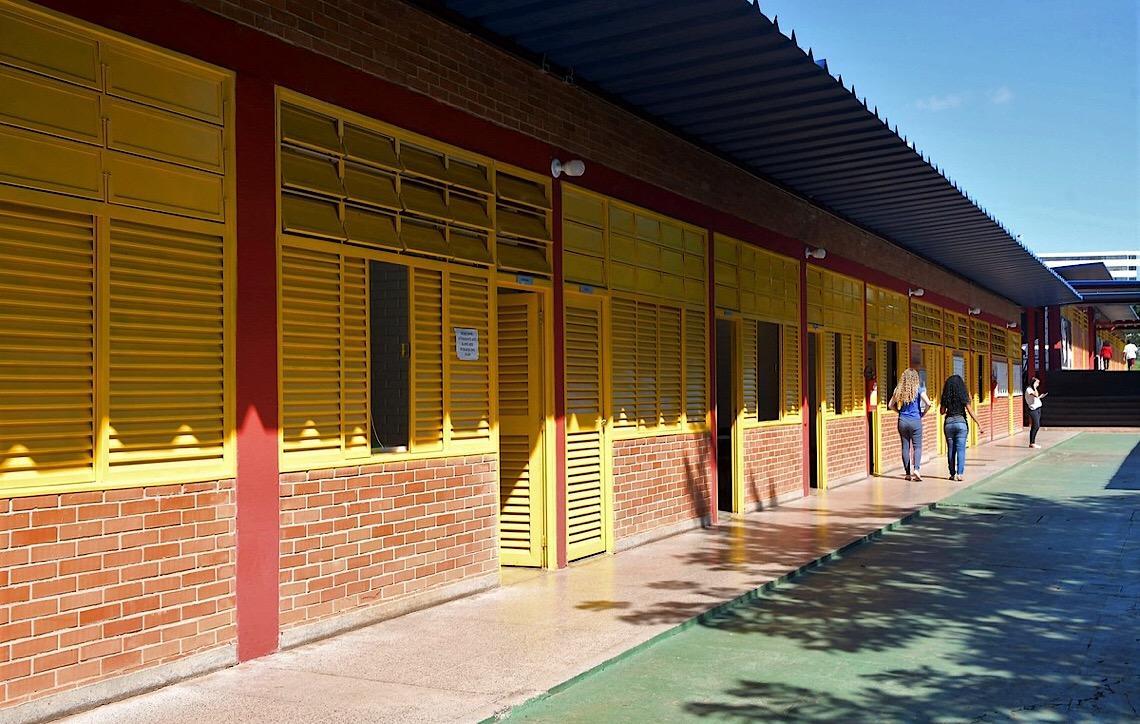 da9ba63c3 Nota por comportamento e revista. Novo regimento escolar em Brasília começa  a valer no 2º
