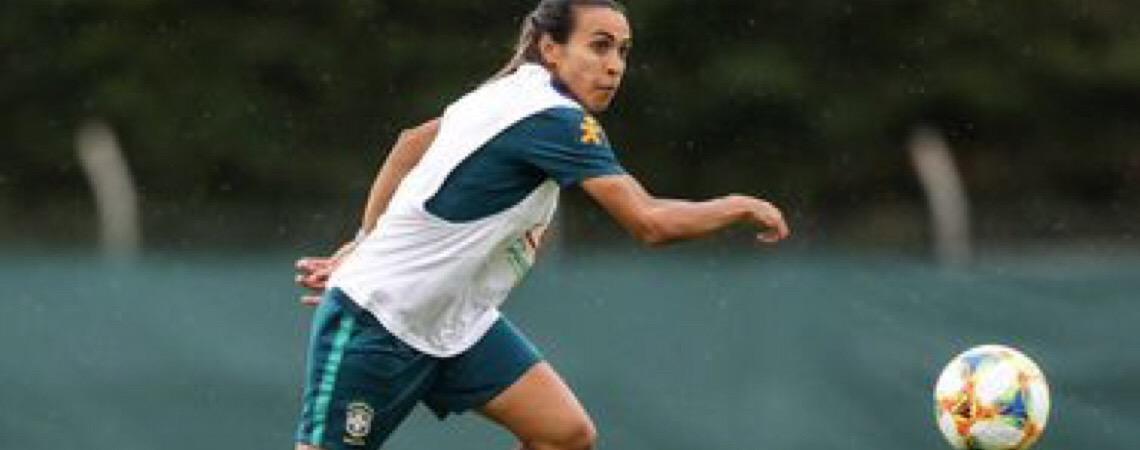 Depois de mais de 15 dias. Marta treina, faz gols e mostra que está recuperada da lesão muscular