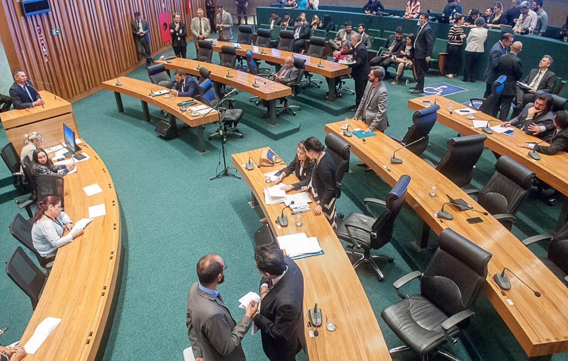Câmara Legislativa cancela licitação para compra de carros e repassa os recursos para a saúde