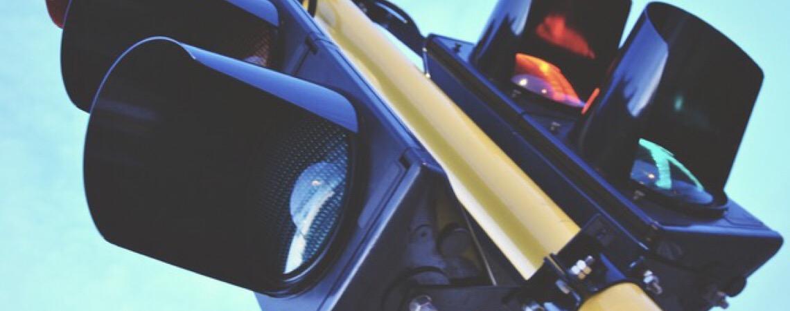 Justiça em Brasília anula multas do DER por falta de notificação à motorista