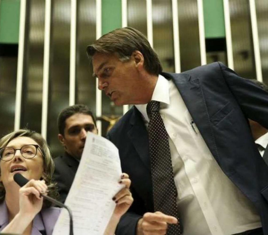 Por determinação judicial. Bolsonaro pede desculpas a deputada Maria do Rosário