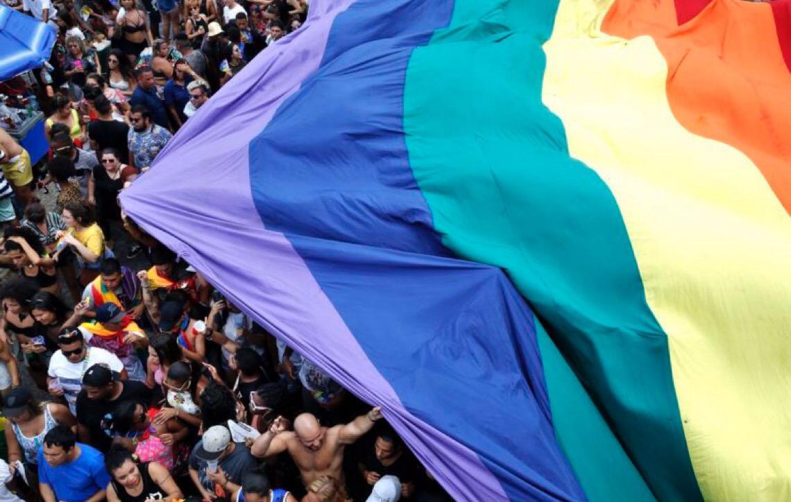 Legislativo e religião. Especialistas elogiam decisão do Supremo sobre homofobia. Deputado evangélico reage
