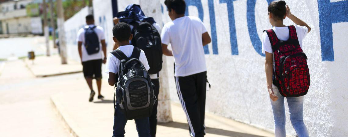 Pesquisa: número de jovens no ensino médio aumenta 61% em 6 anos
