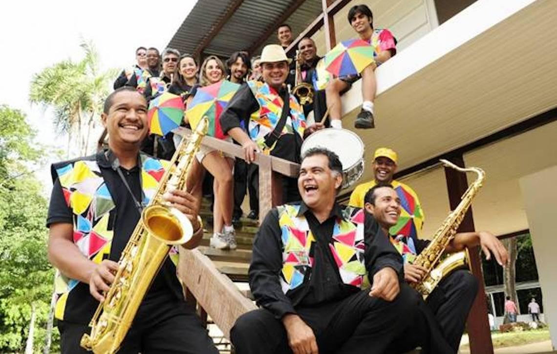 Orquestra Popular Marafreboi circula por praças e feiras do Distrito Federal