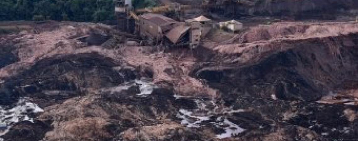 Corpo de Bombeiros de Minas Gerais encontram corpo intacto de vítima de Brumadinho