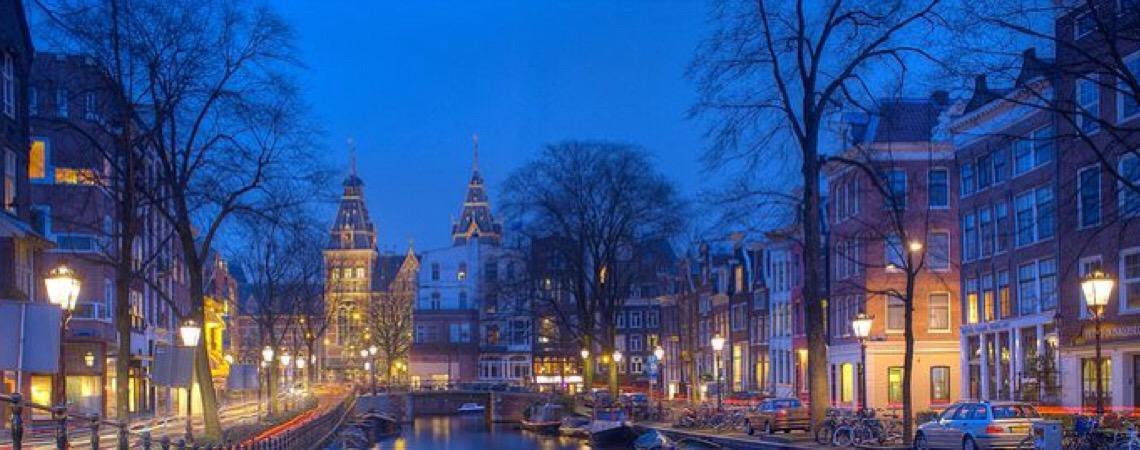Prefeita de Amsterdã planeja reformular distrito da luz vermelha. Mudança depende de aprovação dos moradores