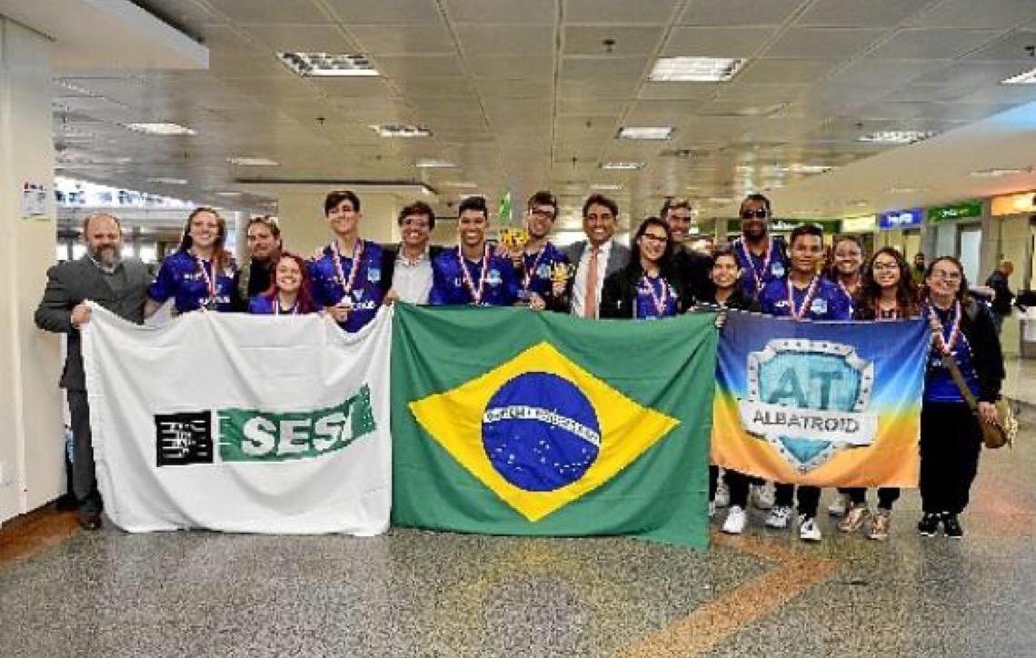 Estudantes de Taguatinga conquistam prêmios em duas categorias de torneio mundial de robótica