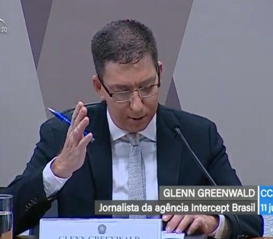 Greenwald se recusa a entregar à perícia as mensagens. 'Coisa de país autoritário'