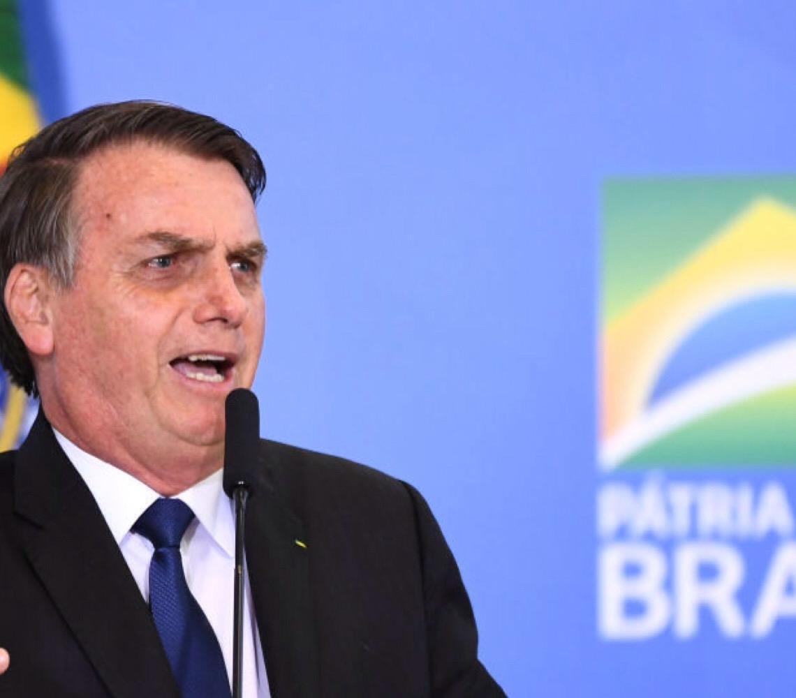 Presidente Jair Bolsonaro critica cobrança de ingresso em praias de Fernando de Noronha e diz que irá 'rever isso'