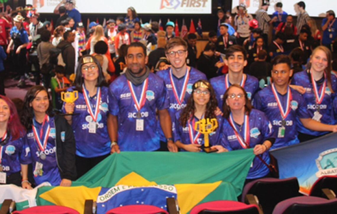 Estudantes de robótica de Brasília ganham dois troféus em torneio na Austrália