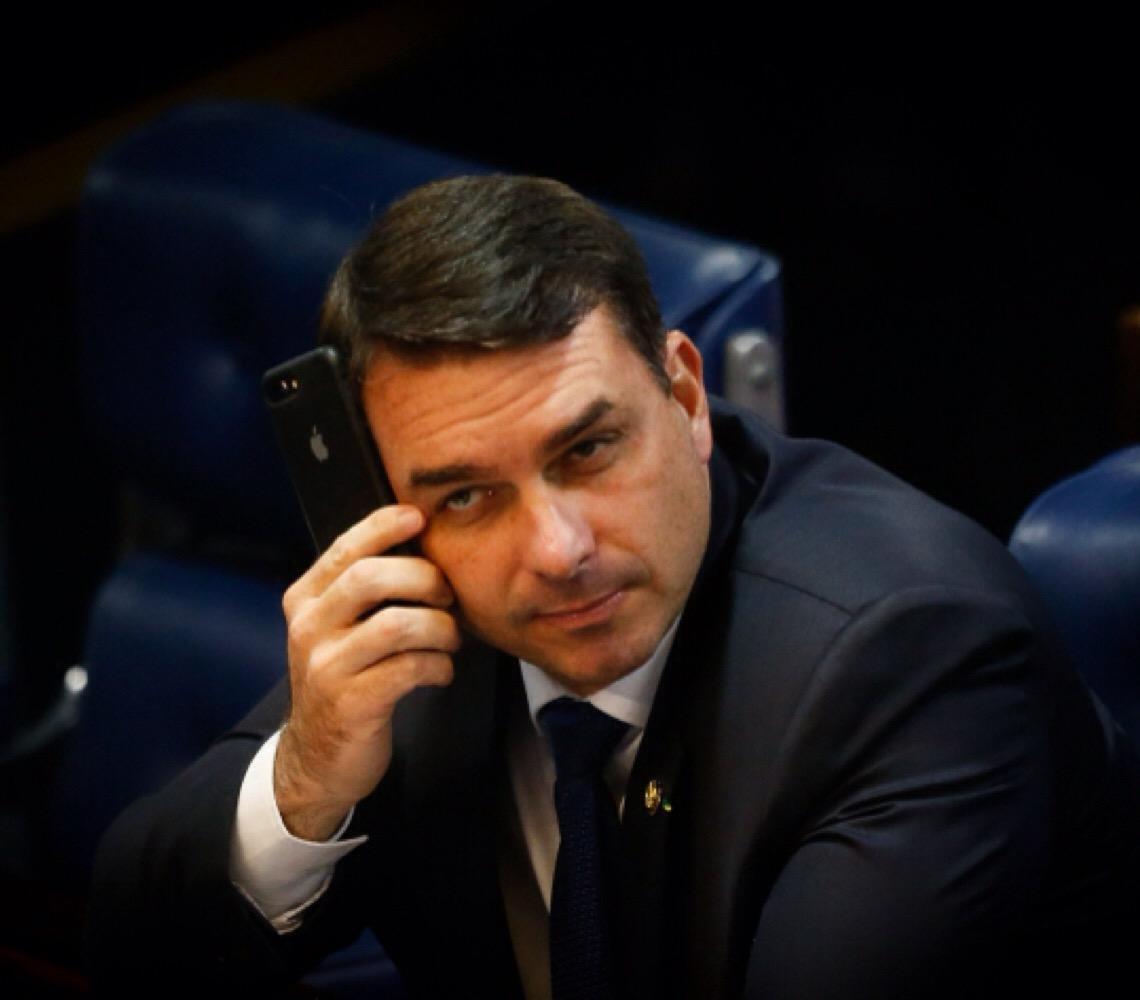 Presidente do Supremo, Dias Toffoli suspende todos os processos contra Flávio Bolsonaro
