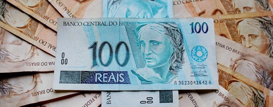 Mais de dez organizações propõem retirada de notas de R$ 100 de circulação