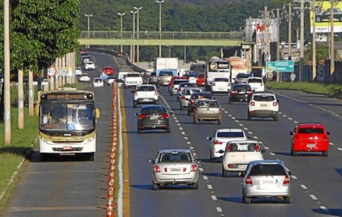 Mais de 430 mil automóveis da capital do Brasil devem IPVA