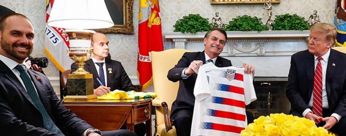 Bolsonaro aguarda resposta do governo dos EUA antes de indicar o filho para embaixador