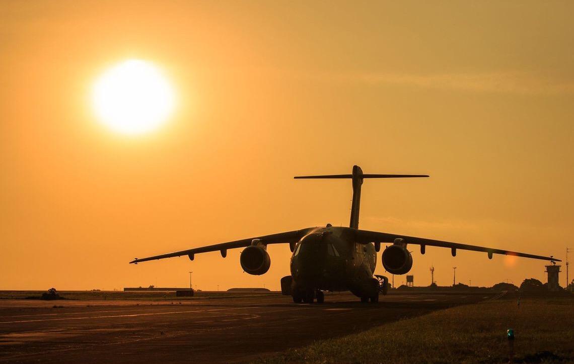 Maior aeronave militar feita no Brasil entra em fase final de testes. A aeronave lembra o clássico C-130 Hércules
