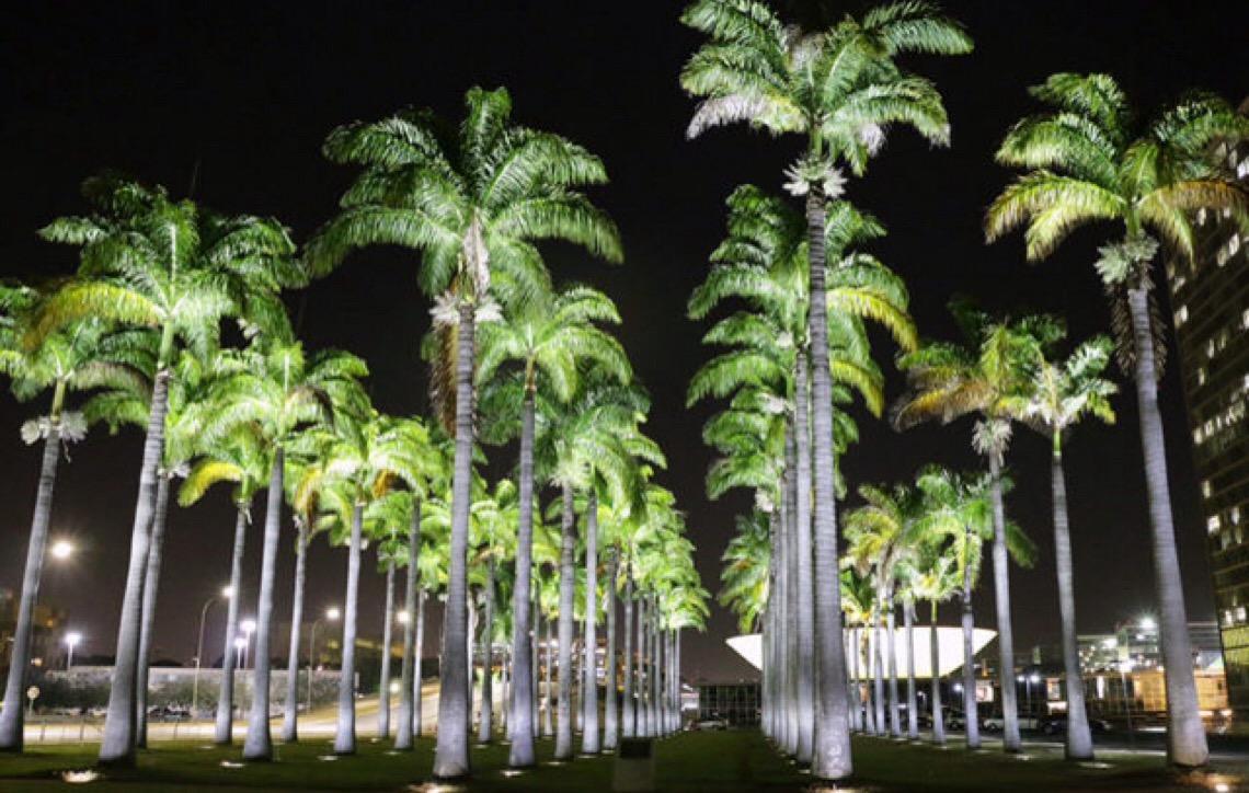 Praça dos Três Poderes em Brasília ganha nova iluminação com projetores de vapor metálico