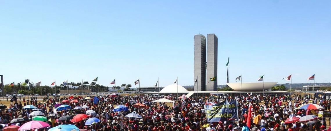Manifestantes voltam às várias cidades do Brasil, em defesa de mais recursos para educação