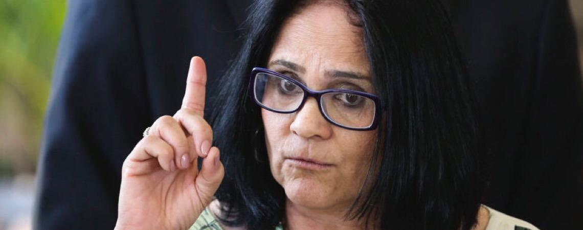 Ministra Damares Alves diz que governo federal vai cancelar construção do Memorial da Anistia