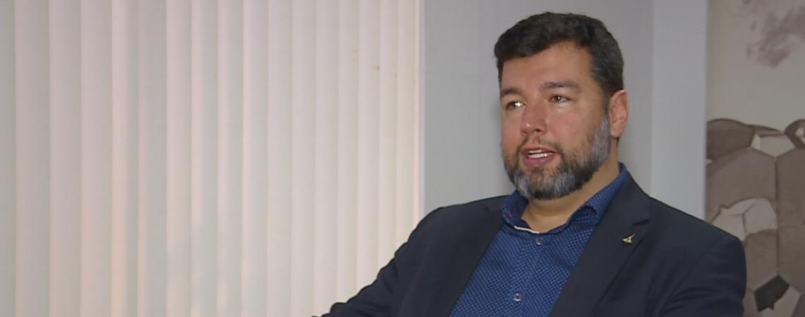 Em Brasília. Secretário de Educação anuncia exoneração pelo Twitter: 'agradeço pelo favor'